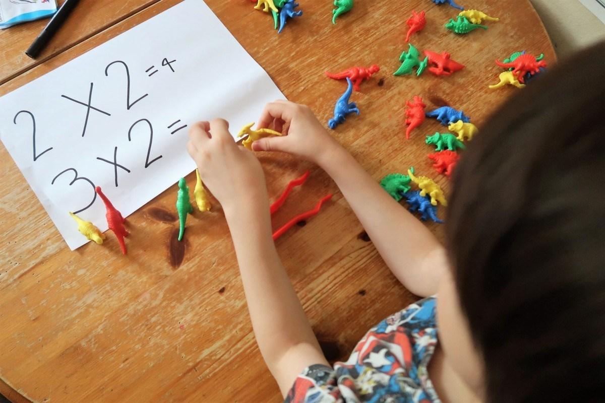 Edx Education_MATHS_Homeschooling: The Dinosaur counters -The Mum Diaries-2